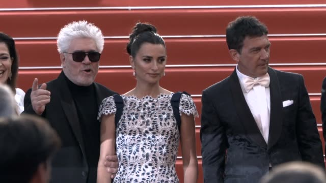 vidéos et rushes de asier etxeandia, penelope cruz, pedro almodovar, antonio banderas at 'pain & glory ' red carpet arrivals - the 72nd cannes film festival on may 17,... - penélope cruz