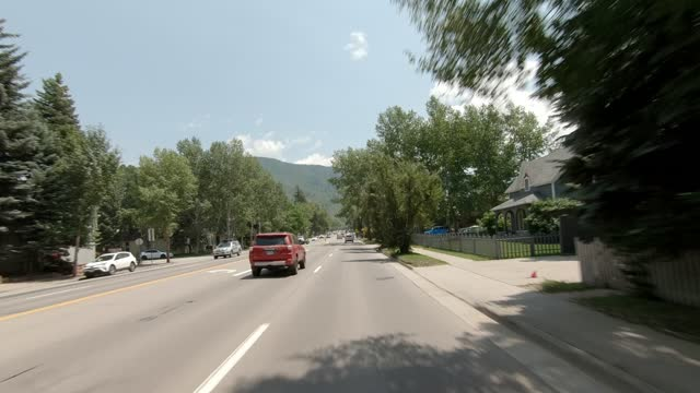 aspen 20 synced series front summer driving - street name sign stock videos & royalty-free footage