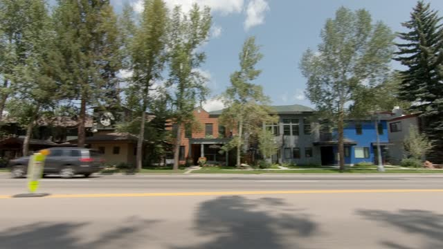aspen 20 synced series left summer driving - street name sign stock videos & royalty-free footage