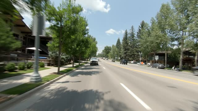 aspen 20 synced series rear summer driving - street name sign stock videos & royalty-free footage