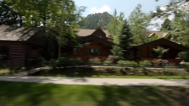 aspen 20 synced series right summer driving - street name sign stock videos & royalty-free footage
