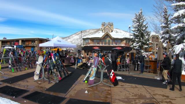vidéos et rushes de aspen, colorado, ski resort - sport d'hiver