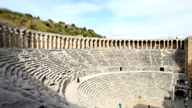 hd: aspendos amphitheater, **zeitraffer **, antalya, türkei - amphitheater stock-videos und b-roll-filmmaterial