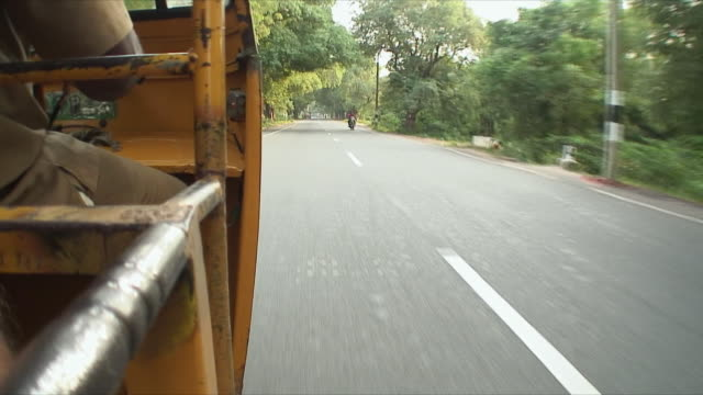 ws pov asphalt from side of tuk tuk in motion, pondicherry, india - rickshaw stock videos and b-roll footage