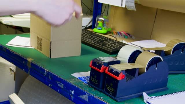 Assembling a Medium Box