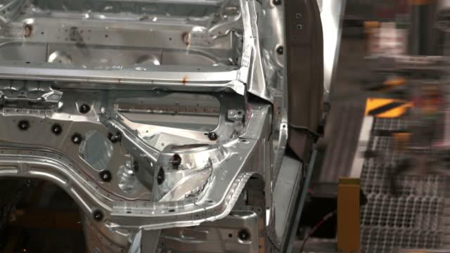 hd 組み立て車のボディ - aluminum点の映像素材/bロール