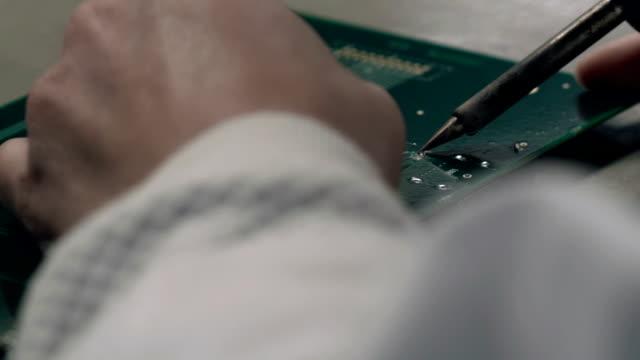 Assembling circuit board