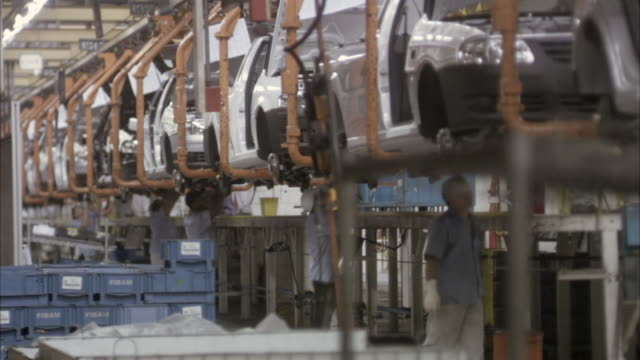 ms, assembling line in car factory, brazil - 自動車産業点の映像素材/bロール
