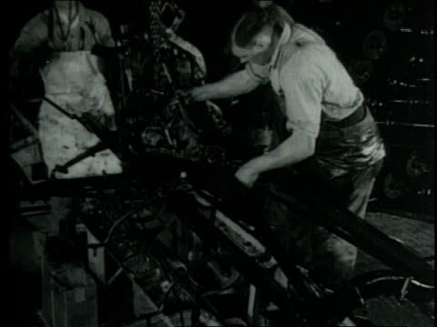 1952 MONTAGE Assembly line workers put finishing touches on Ford cars / Detroit, Michigan, United States
