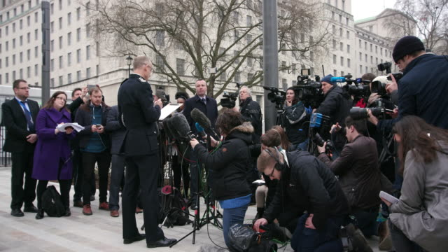 assistant commissioner mark rowley delivers statement to journalists curtis green building victoria embankment - press room stock videos & royalty-free footage