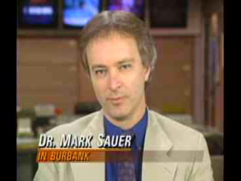 vídeos y material grabado en eventos de stock de assistant professor of the usc school of medicine dr. mark sauer comments on women's health. - healthcare and medicine or illness or food and drink or fitness or exercise or wellbeing
