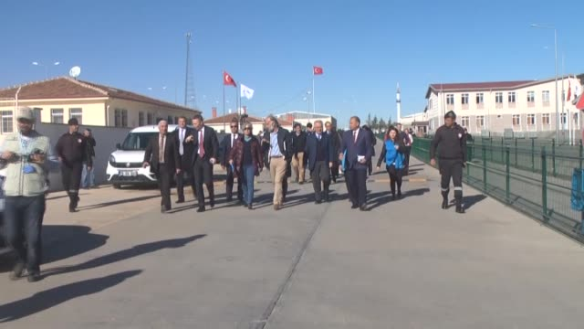 assistant secretarygeneral for humanitarian affairs and deputy emergency relief coordinator kang kyungwha visits oncupinar container city in kilis... - 2015点の映像素材/bロール