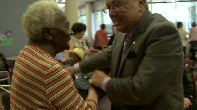 stockvideo's en b-roll-footage met assisted living, senior citizens dance - jong van hart