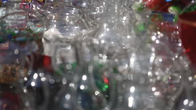cu r/f assorted glasswares at lajpat lagar / delhi, india   - intoning bildbanksvideor och videomaterial från bakom kulisserna