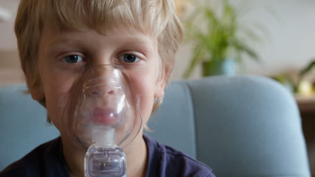 vidéos et rushes de inhalateur d'asthme - inhalateur