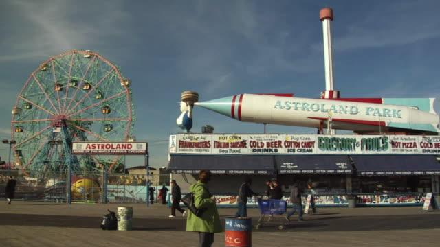 vídeos y material grabado en eventos de stock de ws, astroland park, coney island, new york city, new york, usa - diez segundos o más