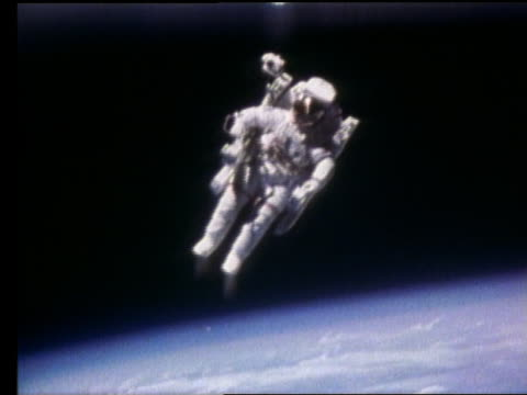 astronaut in mobile maneuvering unit in space above earth - 1984 stock videos & royalty-free footage