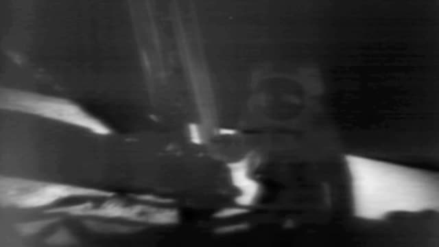 vídeos de stock e filmes b-roll de astronaut neil armstrong making first step onto moon's surface during apollo 11 mission / neil says, 'one small step for man, one giant leap for... - 1969