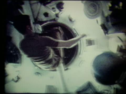 vídeos de stock, filmes e b-roll de astronaut throwing ball entering tube in zero gravity - zero gravity
