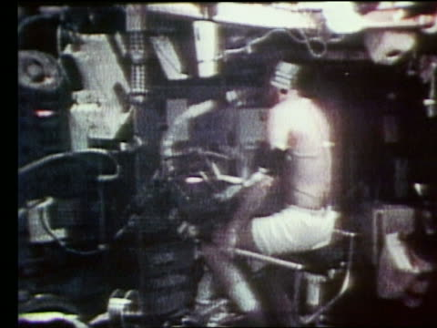 astronaut with oxygen mask riding exercise bike - nur männer über 30 stock-videos und b-roll-filmmaterial