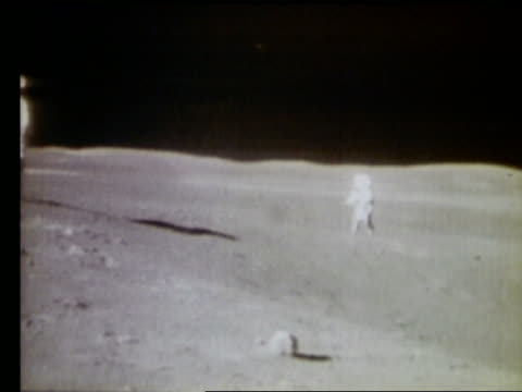 2 astronauts running on Moon