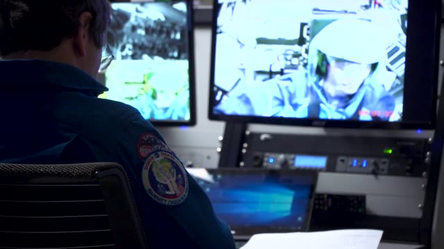 stockvideo's en b-roll-footage met nasa astronauts train in the department of defense's only humanrated centrifuge at wrightpatterson air force base feb 25 2019 - ruimtemissie
