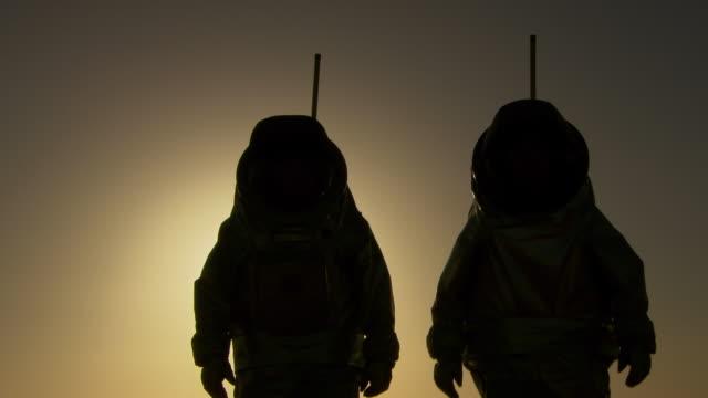 astronauts walking on mars - astronaut stock videos & royalty-free footage