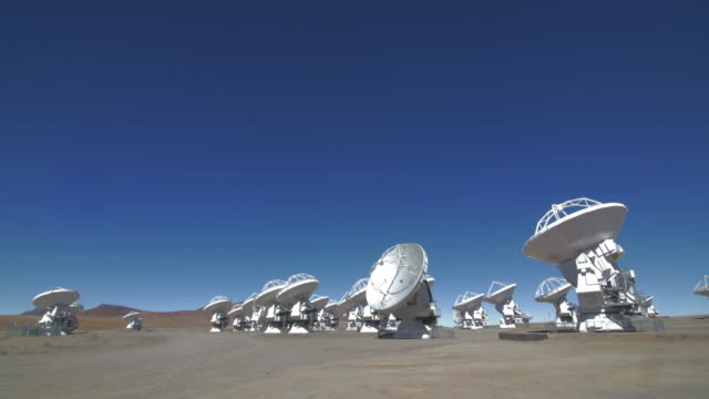 astronomy radio telescope array in atacama desert - astronomy telescope stock videos & royalty-free footage