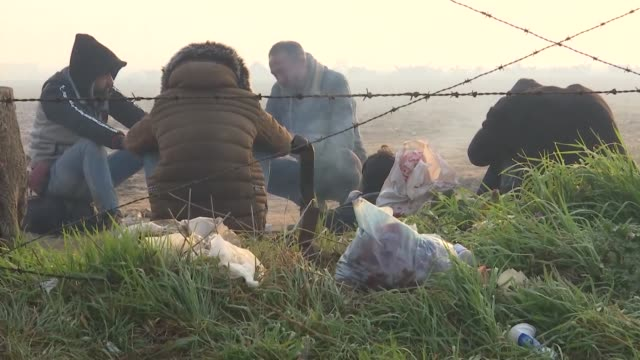 asylum seekers continue to wait at the turkish-greek border in edirne, turkey to reach greece on march 08, 2020. hoping to reach europe, asylum... - grecia stato video stock e b–roll
