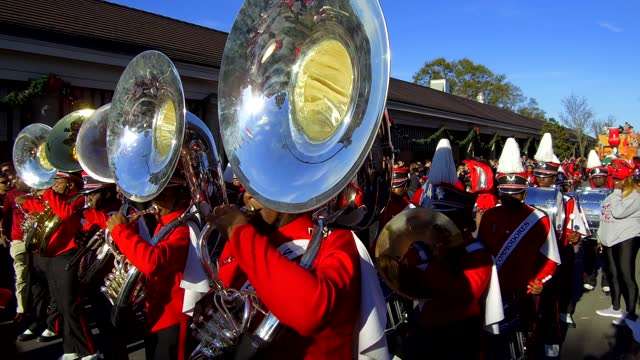 at 86th annual allstate sugar bowl, bands are playing in the streets on january first before the final game between no. 5 georgia, from the... - nicolas lisperguier stock videos & royalty-free footage