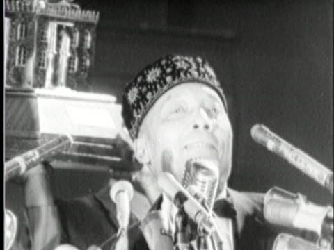 stockvideo's en b-roll-footage met at a black muslim rally in harlem elijah muhammad accepts a golden statue of a mosque from muhammad ali the mosque was given to ali by the supreme... - sport