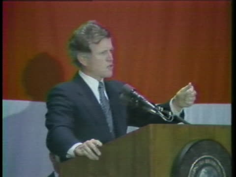at a campaign appearance in nashville, senator edward kennedy states that the federal government should not be involved in marijuana legislation. - crime or recreational drug or prison or legal trial 個影片檔及 b 捲影像