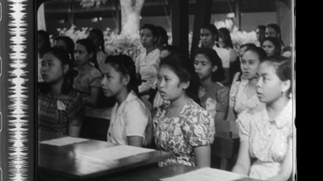 stockvideo's en b-roll-footage met at a japanese language school an imperial japanese army soldier teaches javanese girls the song ìkojono tsukiî accompanied by a pianist while other... - tweede wereldoorlog in azië