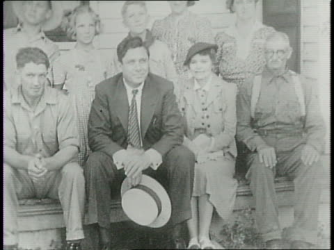 at a presidential campaign rally, wendell willkie in front of a large outdoor crowd, waving / willkie's wife edith and son philip join him on stage /... - nutztier oder haustier stock-videos und b-roll-filmmaterial