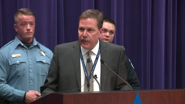wgn at a press conference chicago commander kevin duffin discusses the facebook live torture video which broadcasted the beating of an 18yearold man... - 犯罪点の映像素材/bロール