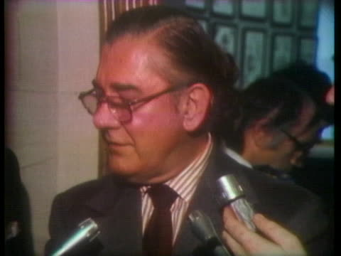 at a press conference, us house ways and means committee chairman wilbur mills encourages president richard nixon to resign rather than face... - リチャード・ニクソンの大統領辞任点の映像素材/bロール