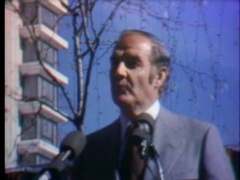 vídeos y material grabado en eventos de stock de at a rally in conneticut, presidential candidate george mcgovern discusses his plans to administer a peacetime economy during the 1972 presidential... - (war or terrorism or election or government or illness or news event or speech or politics or politician or conflict or military or extreme weather or business or economy) and not usa