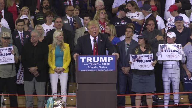vídeos de stock, filmes e b-roll de at a rally in orlando us republican presidential candidate donald trump says that if he wins florida he'll win the republican primary - primary election