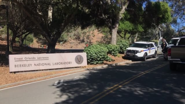 15 pm a crash involving a ucb police car and a pickup truck occurred at 1317 cyclotron rd i overheard an officer mention to another officer to write... - university of california bildbanksvideor och videomaterial från bakom kulisserna
