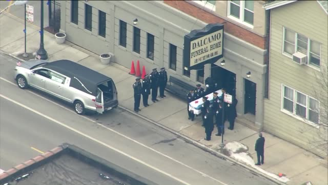 wgn at around noon on february 16 a procession escorted the body of cmdr paul bauer who was murdered in the line of duty in downtown chicago to his... - mittag stock-videos und b-roll-filmmaterial