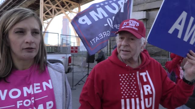 stockvideo's en b-roll-footage met at bernie sanders rally, 'women for trump' protester muttering 'jfk is alive, he's in protective custody' over and over, 'we are all qanon' trump... - samenzwering