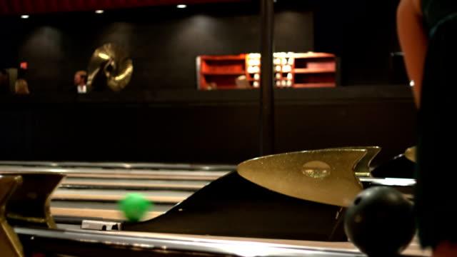 「ボーリング-time lapse (低速度撮影) - ボーリングボール点の映像素材/bロール
