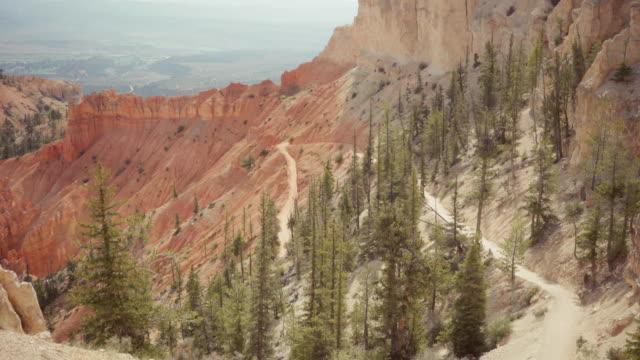 på bryce canyon national park, kika en boo-leden - grand canyon national park bildbanksvideor och videomaterial från bakom kulisserna