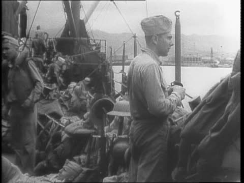 vídeos de stock e filmes b-roll de at dock in pearl harbor, hawaii, marines board a transport ship bound for the pacific / montage of marines on the ship / aerial shot of the ship /... - pacific war