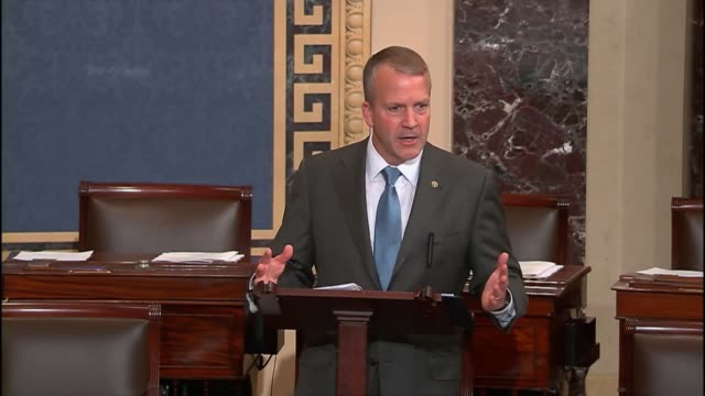 """at every step of the way, the administration has tried to cut out the congress,"" alaska senator dan sullivan asserts. - 上院議員点の映像素材/bロール"