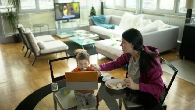 at home - pranzo video stock e b–roll
