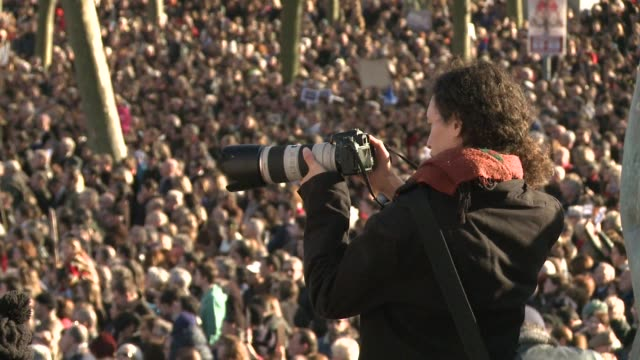 vídeos y material grabado en eventos de stock de at least 100000 people march against extremism in the western french city of bordeaux - aquitania