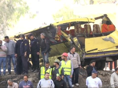 At least 12 people died and 15 people injured when their bus plunged into a canal west of Egyptian capital Cairo on 21 March 2015