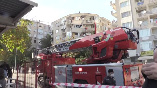 stockvideo's en b-roll-footage met at least 12 people were killed and over 400 injured when a magnitude 6.6 earthquake jolted the city of izmir on the turkish aegean on friday,... - 40 seconds or greater