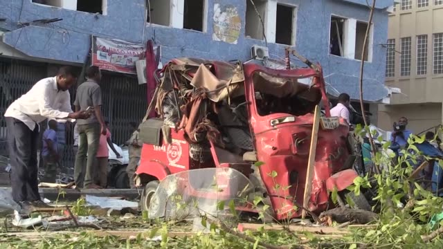 At least 14 people were killed and several others wounded on Thursday when a car bomb blew up outside a popular hotel in the Somalia's capital...